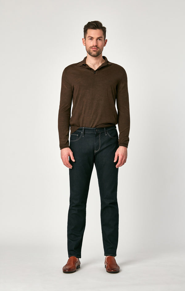 ZACH STRAIGHT LEG JEANS IN DEEP RINSE SUPERMOVE - Mavi Jeans