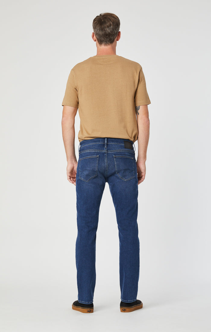 ZACH STRAIGHT LEG JEANS IN DARK SUPERMOVE - Mavi Jeans