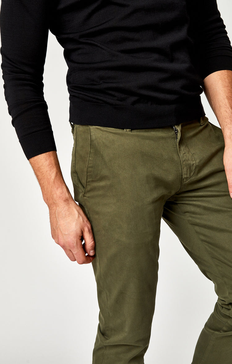 JOHNNY SLIM CHINO IN OLIVE TWILL - Pants - Mavi Jeans