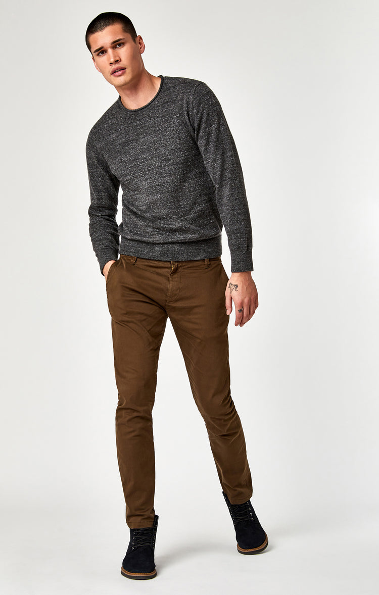 JOHNNY SLIM CHINO IN BROWN TWILL - Pants - Mavi Jeans