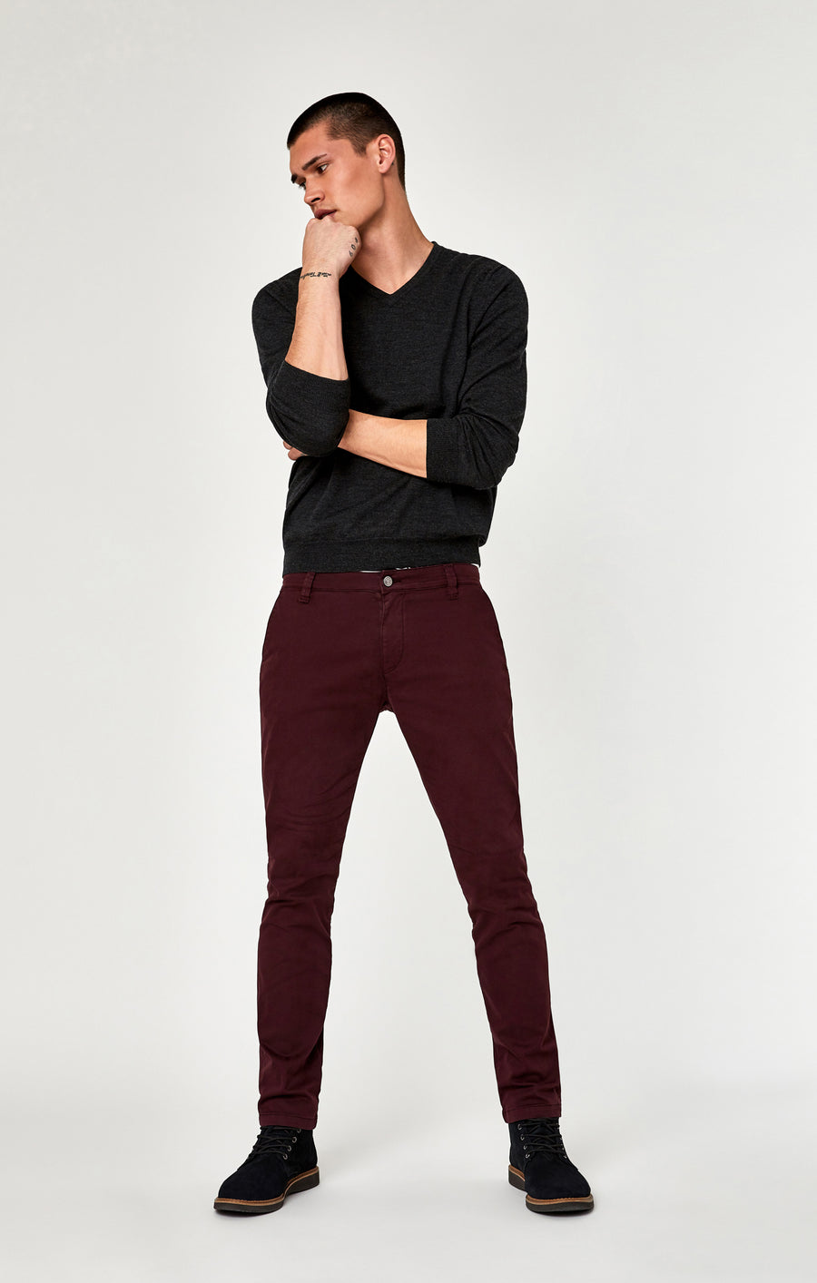 JOHNNY SLIM LEG CHINO IN DARK BURGUNDY TWILL - Mavi Jeans