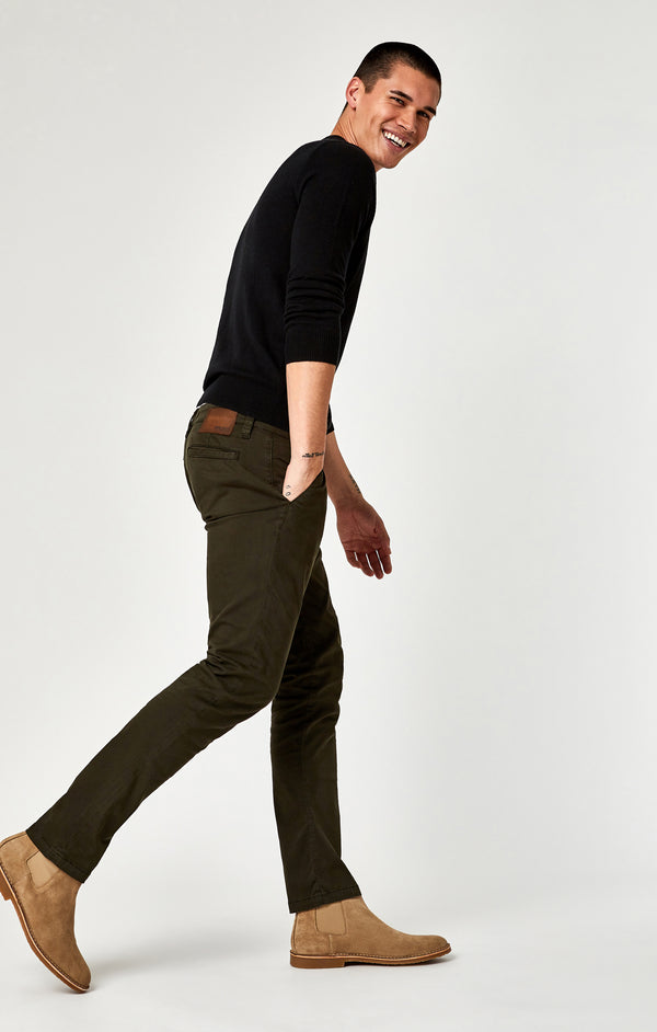 JOHNNY SLIM LEG CHINO IN DARK GREEN TWILL - Mavi Jeans