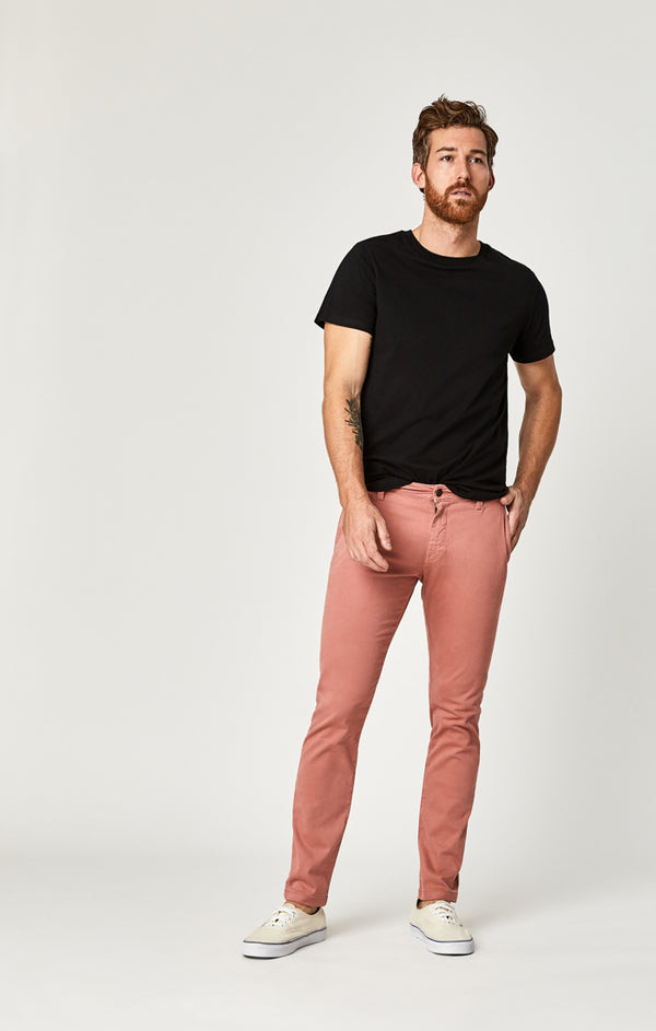 JOHNNY SLIM CHINO PANTS IN BRICK DUST SATEEN TWILL - Mavi Jeans