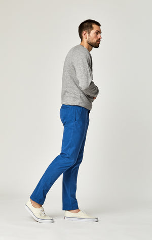 JOHNNY SLIM CHINO PANTS IN BRIGHT COBALT SATEEN TWILL - Mavi Jeans