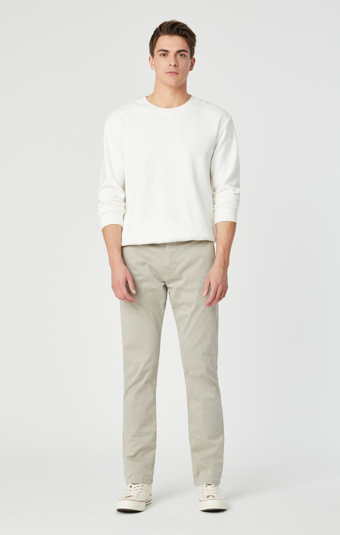 JOHNNY SLIM CHINO PANTS IN STONE GREY SATEEN - Mavi Jeans