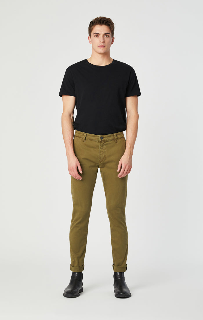JOHNNY SLIM CHINO PANTS IN ARMY GREEN SATEEN - Mavi Jeans