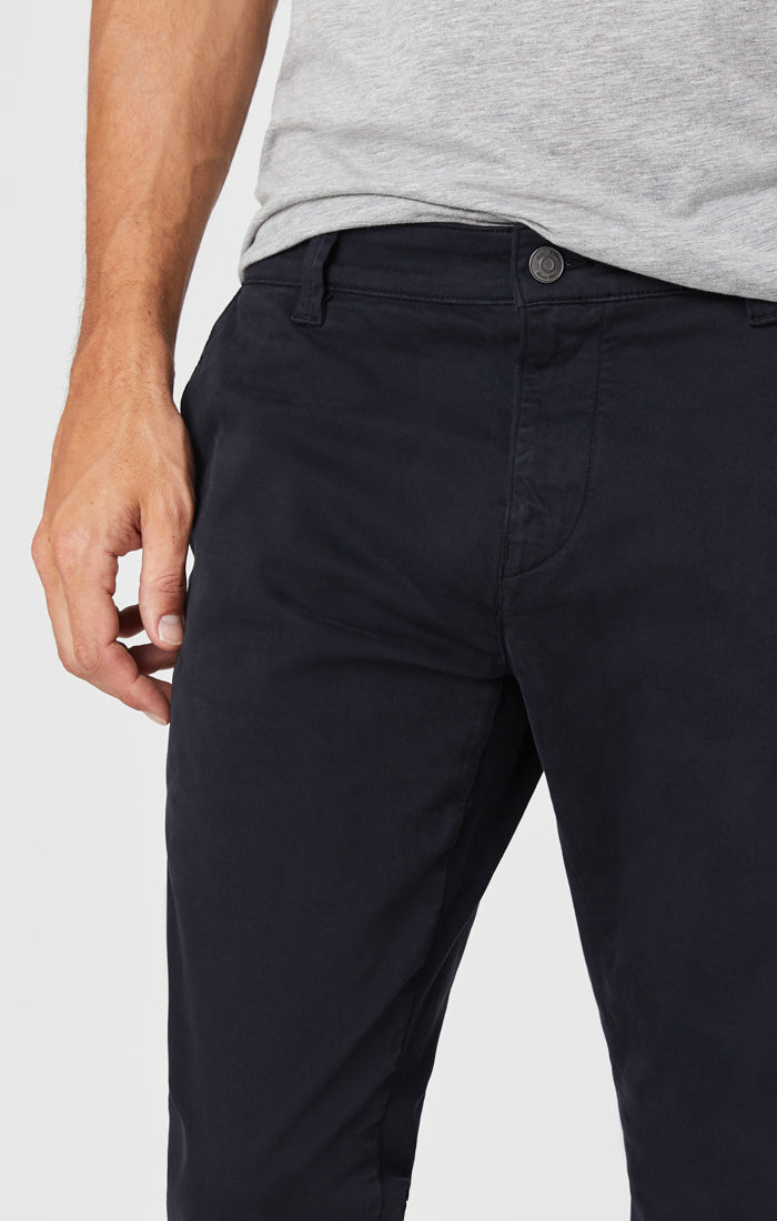JOHNNY SLIM CHINO PANTS IN DEEP NAVY SATEEN - Mavi Jeans