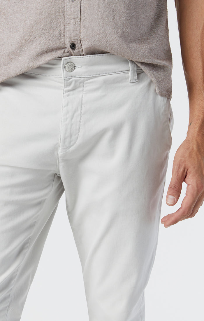 JOHNNY SLIM CHINO PANTS IN OYSTER MUSHROOM TWILL - Mavi Jeans