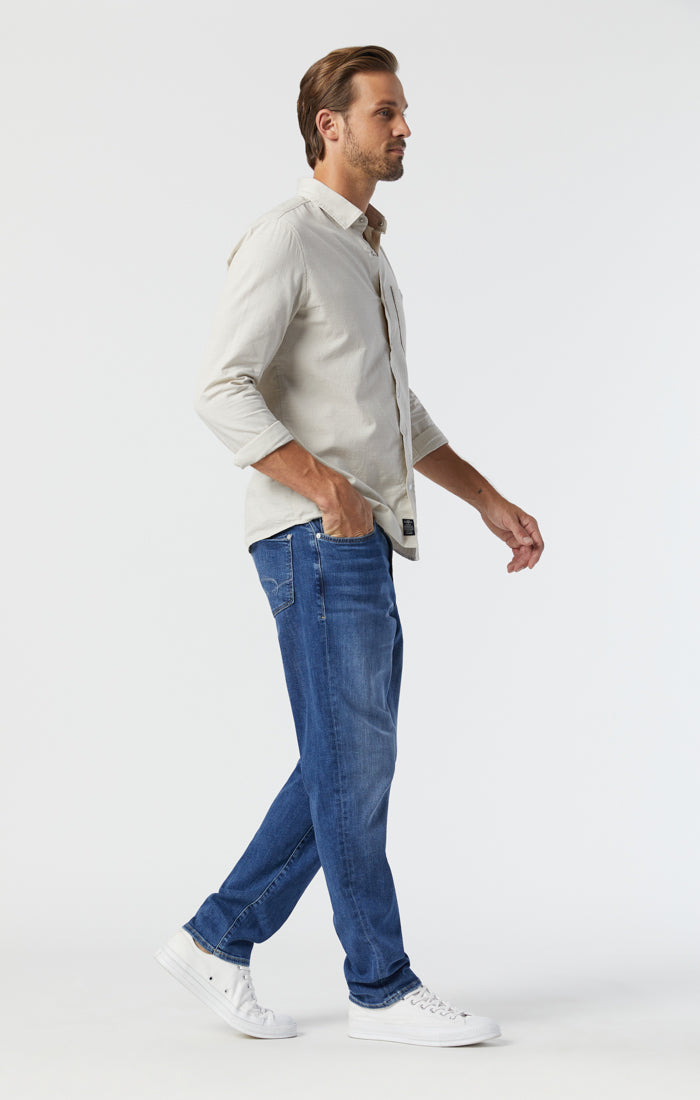 STEVE ATHLETIC FIT JEANS IN MID FOGGY FEATHER BLUE - Mavi Jeans