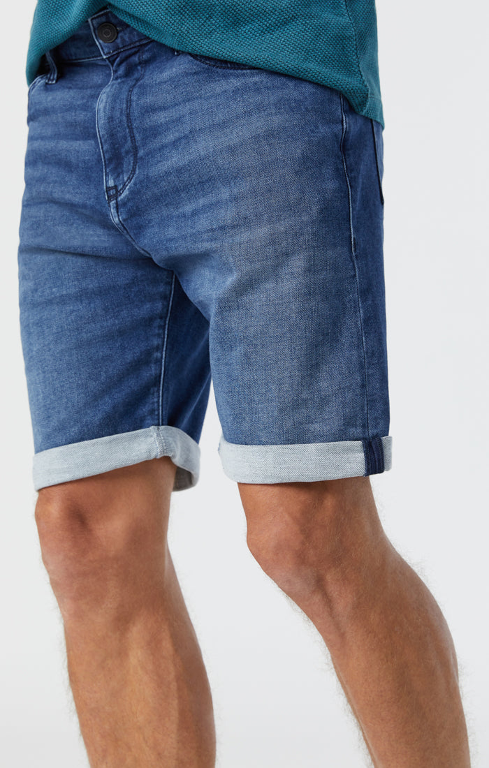 BRIAN SHORTS IN MID INDIGO ATHLETIC - Mavi Jeans