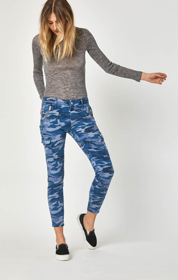 JULIETTE SKINNY CARGO PANTS IN BLUE CAMO - Mavi Jeans
