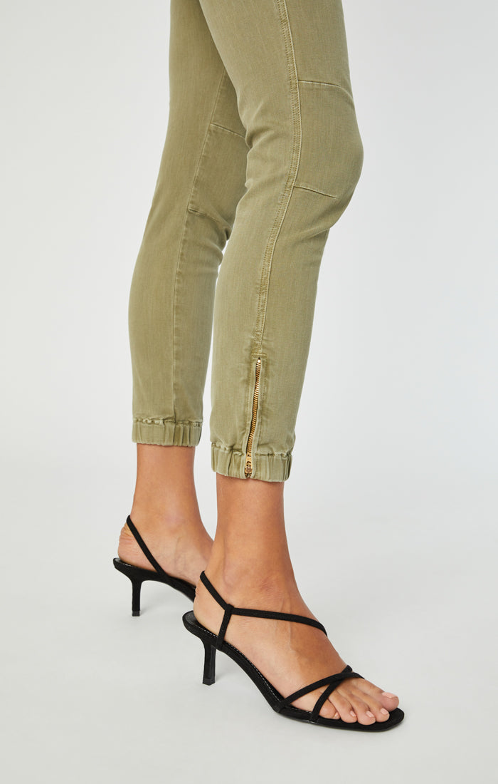 IVY SLIM CARGO PANTS IN ARMY GREEN TWILL - Mavi Jeans