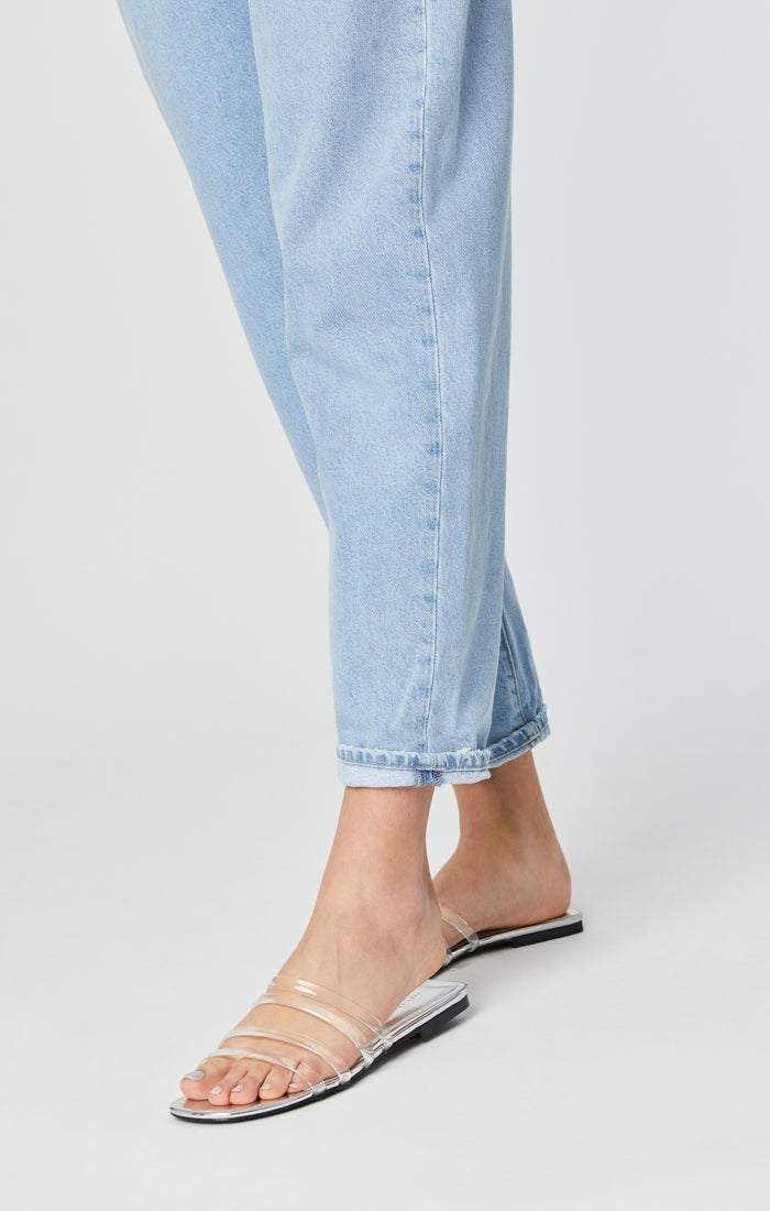 LAURA PLEATED BAGGY JEANS IN LIGHT BLUE GOLD ICON - Mavi Jeans