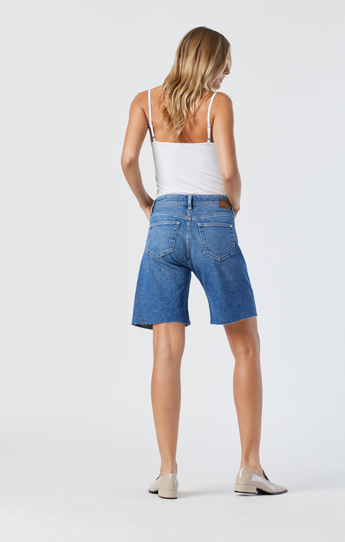 GINA LOOSE SHORTS IN MID VINTAGE RECYCLED BLUE - Mavi Jeans