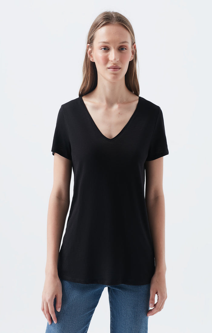 VIV SLIM FIT SCOOP NECK T-SHIRT IN BLACK - Mavi Jeans