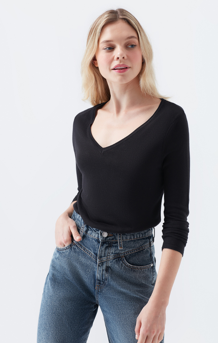 TAYLOR LOOSE FIT V-NECK SWEATER IN BLACK - Mavi Jeans