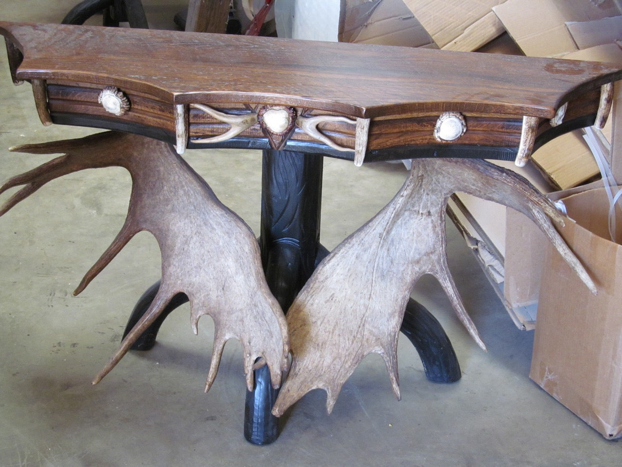 Scalloped Moose Console Table (ST-8) - Antlerworx