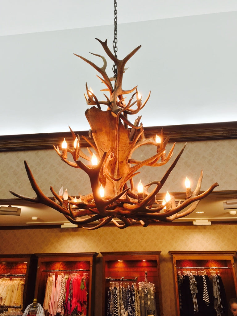 20 Light Small Paul Bunyan Antler Chandelier (SKU-117S) - Antlerworx