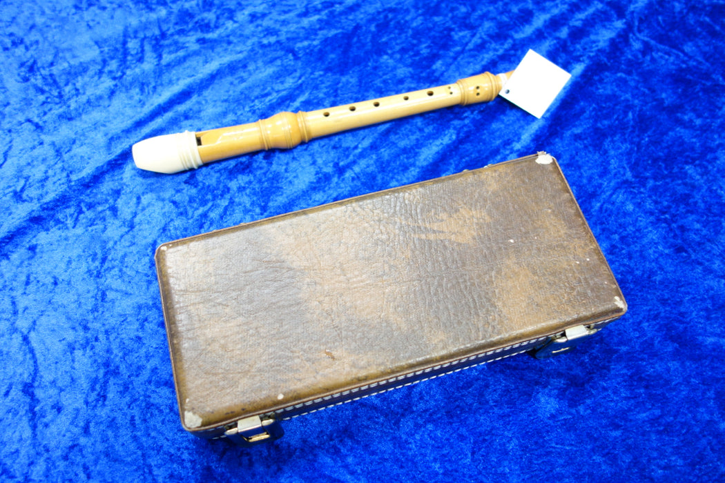 PO0034S Arnold Dolmetsch Soprano in C Recorder @ A440 in  Boxwood with decorative ivory beak c. 1961 with case