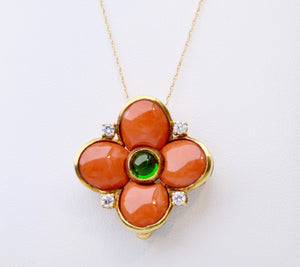 18K Yellow Gold Coral pendant with one center chrom Diopsite and 4 Diamonds