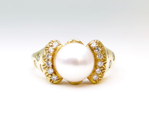 Bowtie-shaped Pearl and Diamond Ring