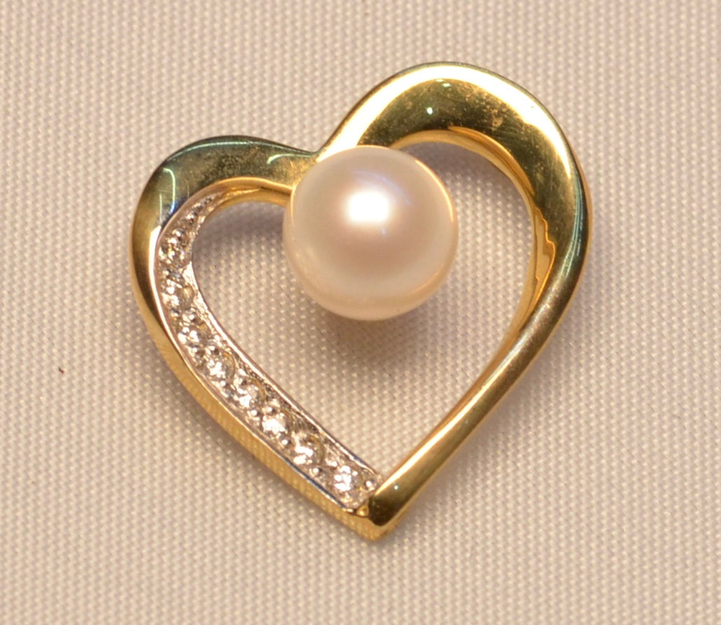 14K yellow gold heart-shaped pendant with 7mm cultured  pearl and  diamonds