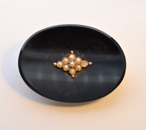 14K yellow gold onyx brooch with seed pearls