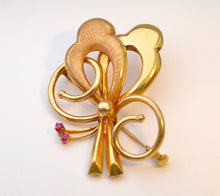 18K yellow gold hand-made brooch from Europe