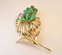 14K yellow gold brooch with 12 pear-shaped Jadeites