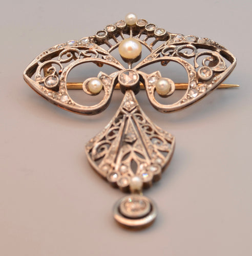 Platinum/18K Antique brooch set with rose-cut diamonds and natural pearls, ca. 1900