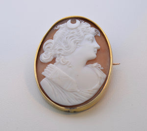14K Yellow Gold Framed Conch-Shell Cameo with the Huntress Diana