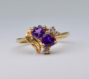 14K yellow gold ring with 2 heart-shaped Amethysts and 3 Diamonds