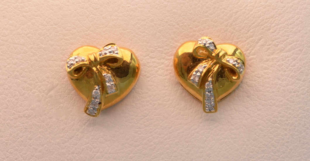 18k yellow gold, heart-shaped post  earrings with diamond bows.