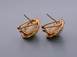 Moby Pearl earrings with 14K yellow gold bamboo-shaped frame