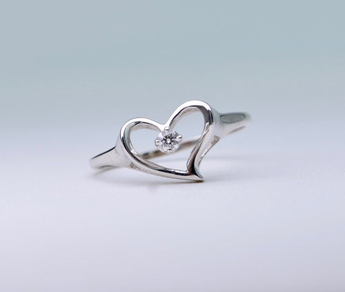 14K heart-shaped white gold ring with one center diamond