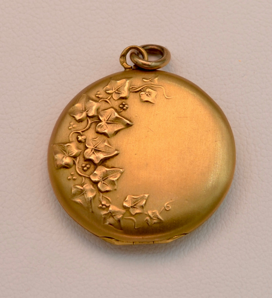 18K yellow gold French Art Nouveau locket with French hallmark