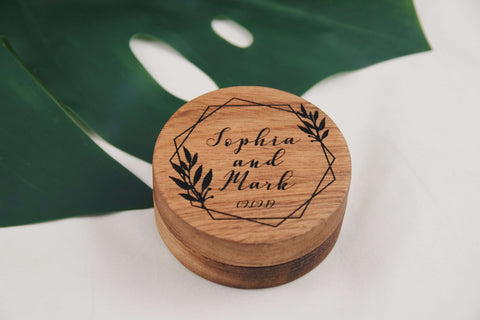 Round engraved ring box
