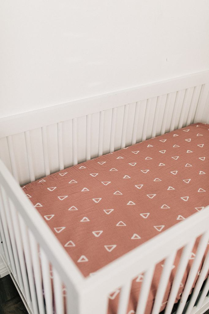 Mebie Baby Muslin Crib Sheet, Blush Triangle