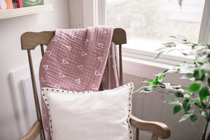 Mebie Baby Cotton Muslin Quilt, Blush Triangle