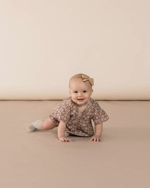 Rylee+ Cru Bow with Headband, Honey