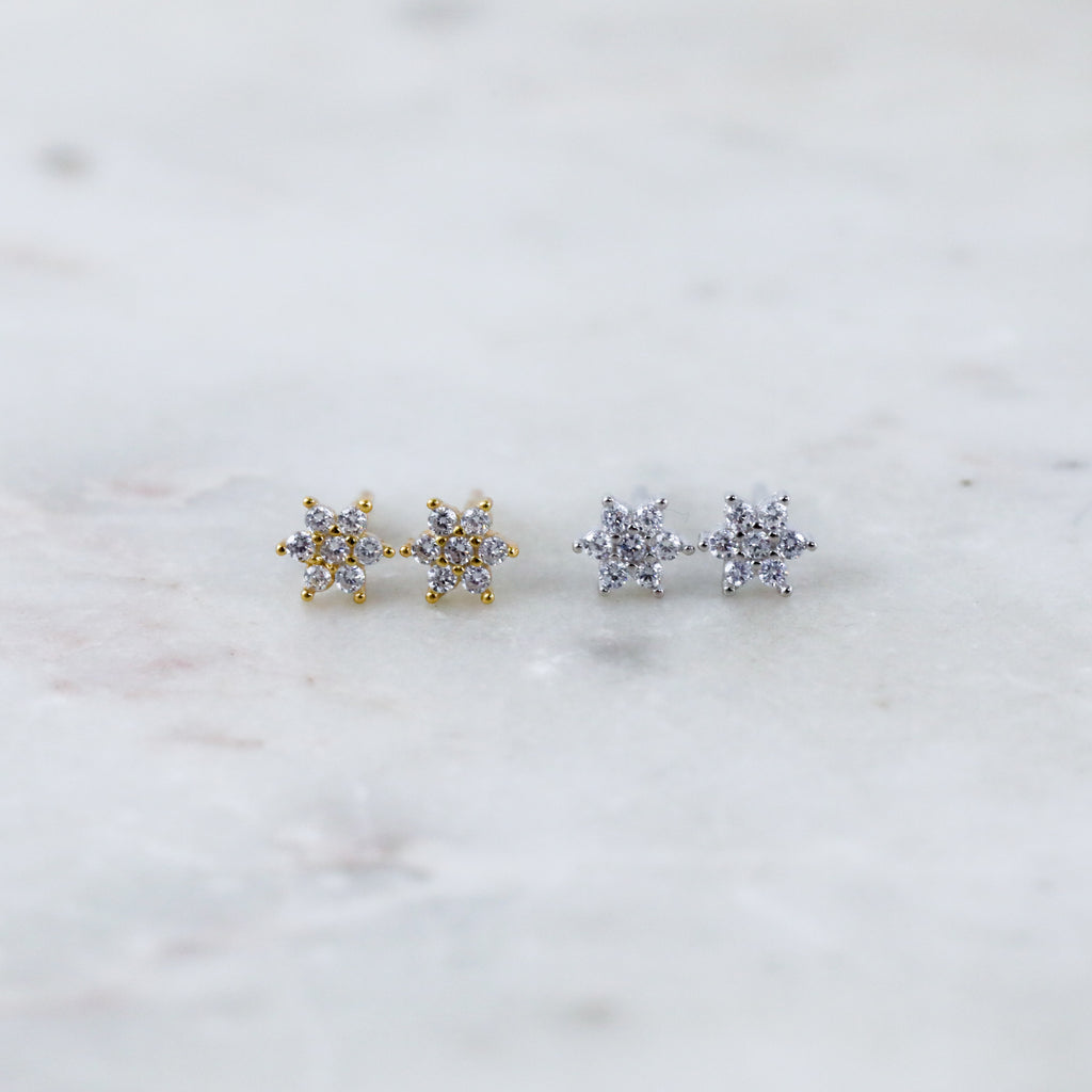 Minimal Flower Stud Earrings in Gold or Silver