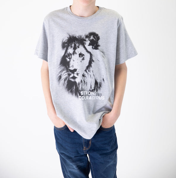 "MATTHEW ""Strong and Courageous"" Lion Graphic Tee - Fashion X Faith"