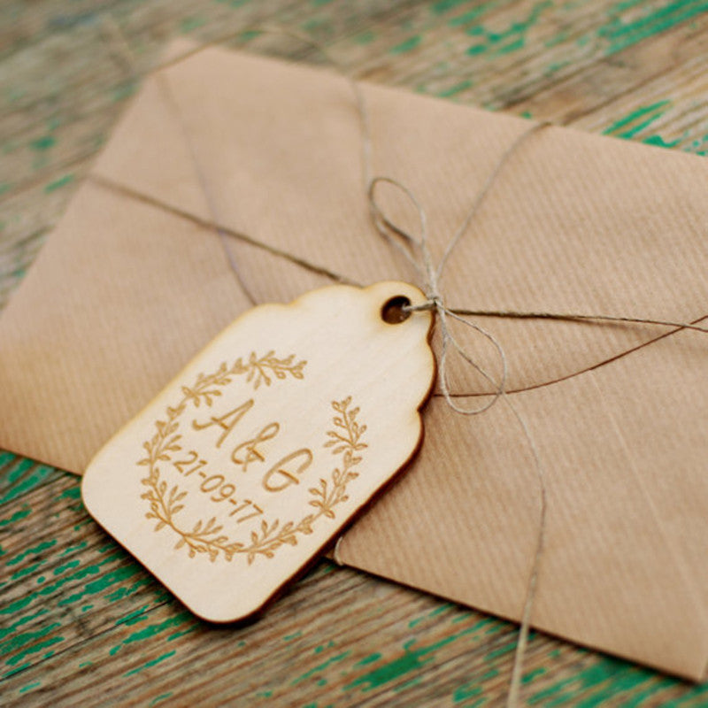 Personalised Wooden Tags with Wreath -50 pack