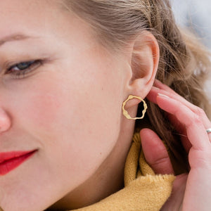 Petite Komu Earrings in Brass - Denisa Piatti Jewellery