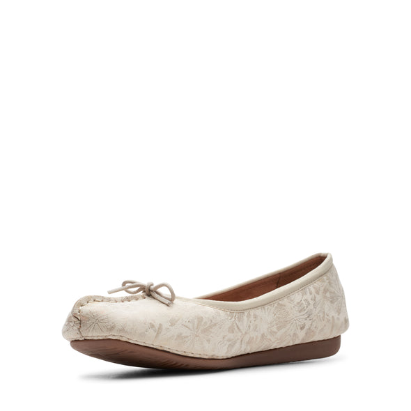 Clarks Freckle Ice Off White