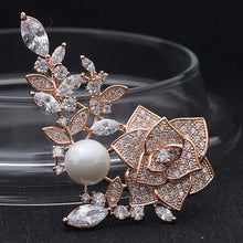 2017 Christmas Women Zircon Brooch Pins Party Anniversary Brand AAA Cubic Zirconia Flower Brooches Accessory Pearl Jewelry