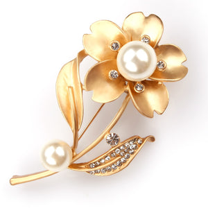 Chic Crystal Rhinestones and Imitation Pearl Flower Brooch Pins for Lady