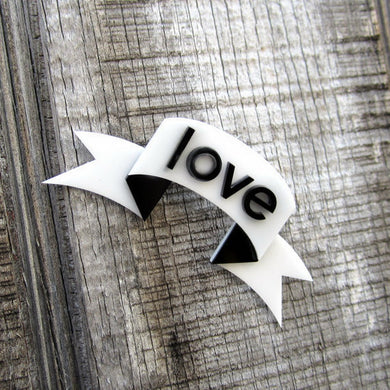 LOVE Banner Brooch Fashion Acrylic Brooch Lover's Letter Brooch Fashion Jewelry