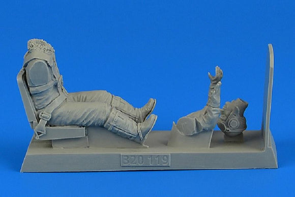 Aerobonus 320119 1/32 German Luftwaffe Pilot with seat for Messerschmitt Me-262A - SGS Model Store