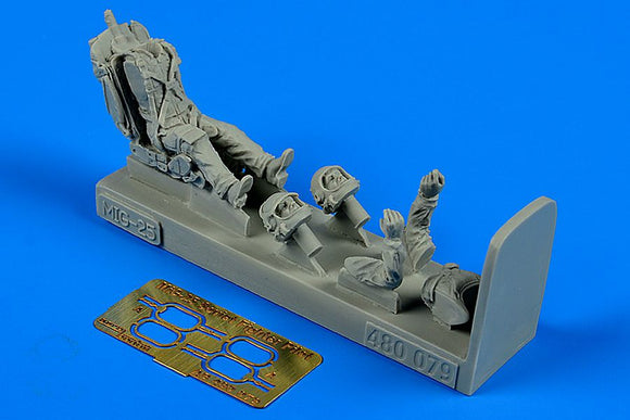 Aerobonus 480 079 1/48 Soviet fighter pilot with ejection seat for Mikoyan MiG-25 - SGS Model Store